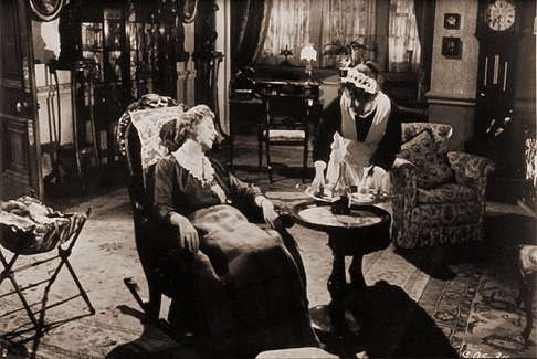 Mona Washbourne (as Monica Bare) and Kathleen Harrison (as Emmie) in a photograph from Cast a Dark Shadow (1955) (16)