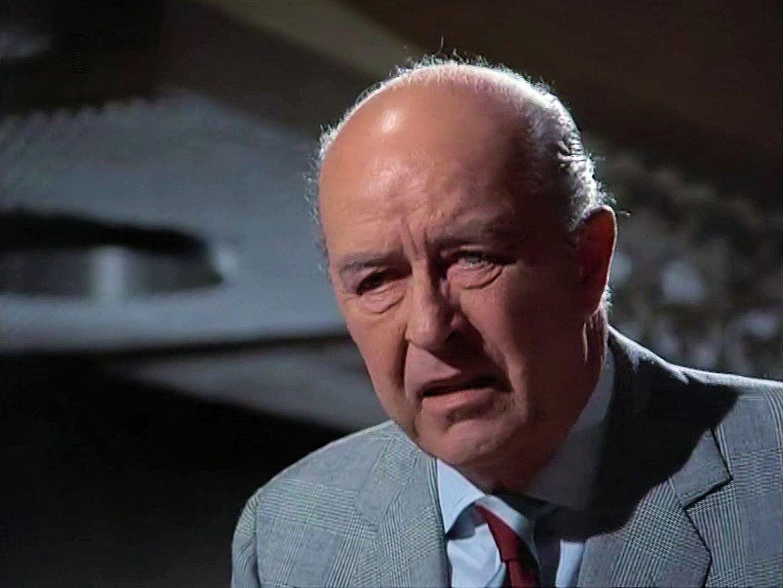 Screenshot from the 1971 'Death Lends a Hand' episode of Columbo (1971-2003) (1). Ray Milland as Arthur Kennicutt