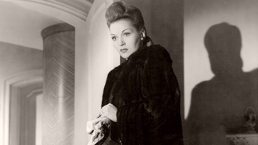 Vivien Warren (Greta Gynt) in a scene from Gainsborough Pictures' Dear Murderer (1947)