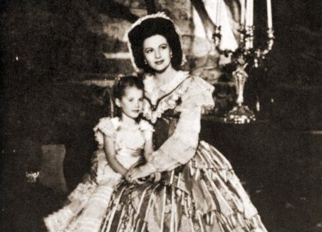 Julia Lockwood (as Fanny's Daughter) and Margaret Lockwood (as Fanny Rosa) in a photograph from Hungry Hill (1947) (4)