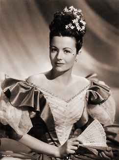 Margaret Lockwood (as Jassy Woodroffe) in a photograph from Jassy (1947) (10)