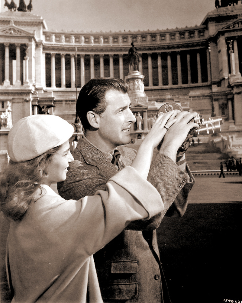Pier Angeli (as Anna Vasarri) and Stewart Granger (as Sam Conride) in a photograph from The Light Touch (1952) (3)