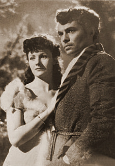 Margaret Lockwood (as Hesther Shaw) and James Mason (as Marquis of Rohan) in a photograph from The Man in Grey (1943) (14)