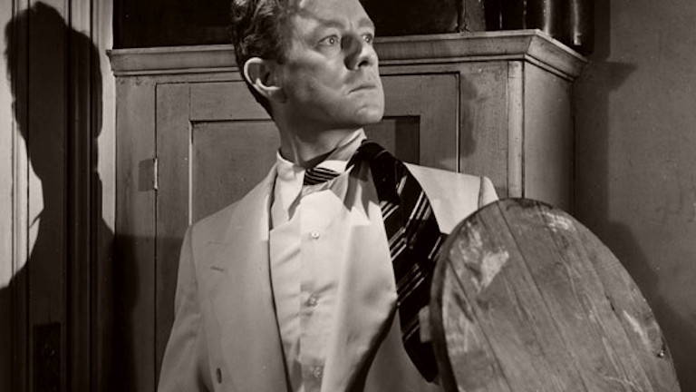 Photograph from The Man in the White Suit (1951) (9) featuring Alec Guinness as Sidney Stratton