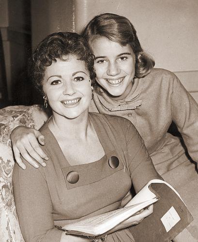 Photograph of Margaret Lockwood and Julia Lockwood (186)