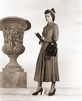 Publicity photo for Margaret Lockwood beside a Grecian urn