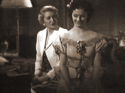 Jane Carr (as Kay Williams) and Margaret Lockwood (as Margaret Williams) in a screenshot from Melody and Romance (1937) (2)