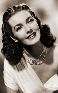 British actress Patricia Roc, known as the 'goddess of the Odeons'