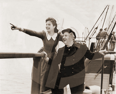 Margaret Lockwood (as Mary Shaw) and Will Fyffe (as John Shaw) in a photograph from Rulers of the Sea (1939) (28)