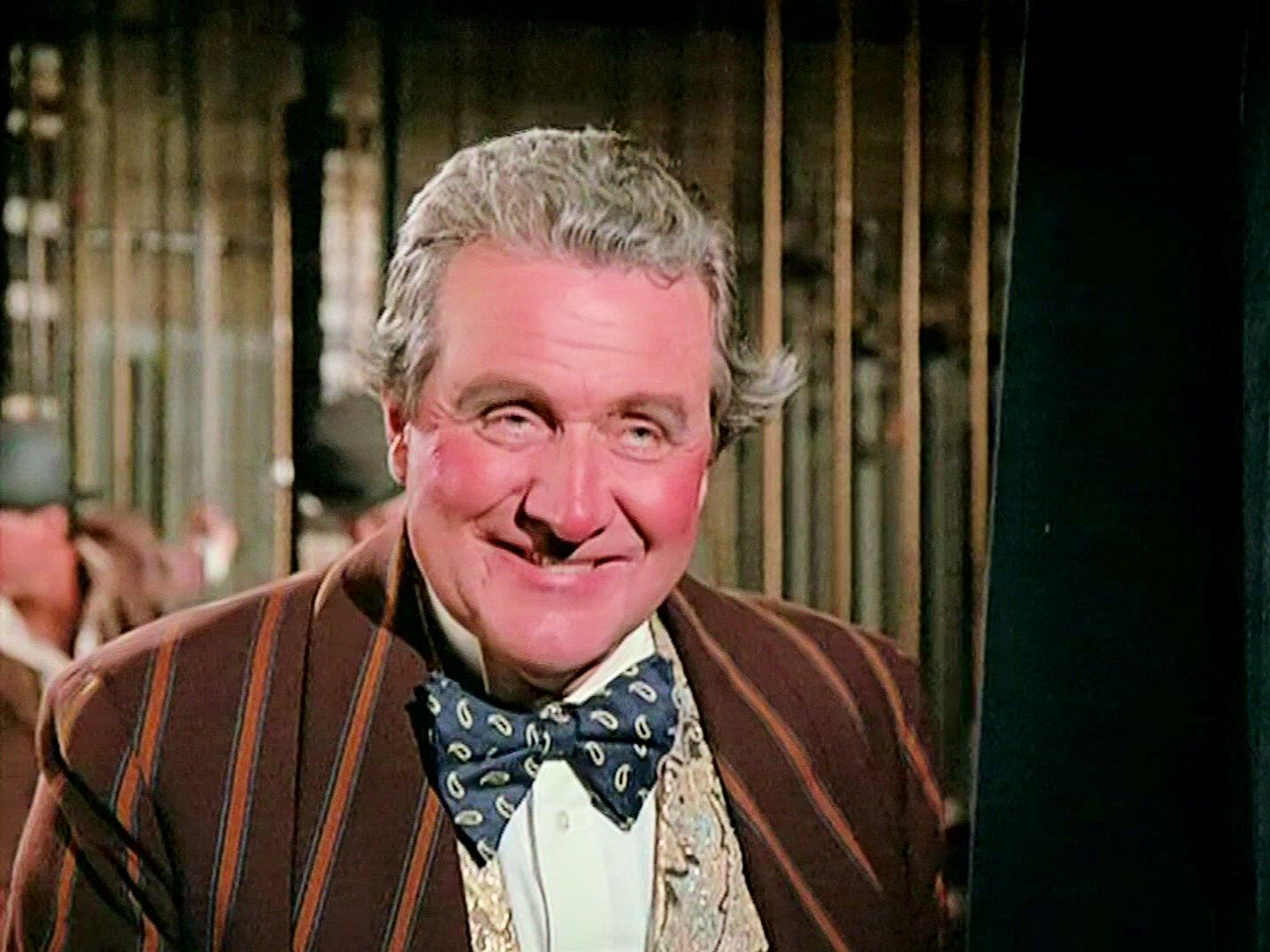 Screenshot from the 1985 'Sing a Song of Murder' episode of Murder, She Wrote (1984-1996) (2) featuring Patrick Macnee