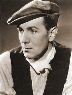 Michael Redgrave (as Davey Fenwick) in a photograph from The Stars Look Down (1940) (10)