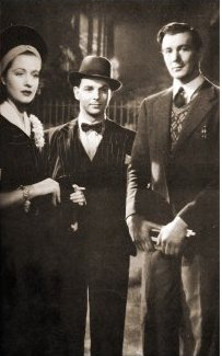 Margaret Lockwood (as Jenny Sunley), Emlyn Williams (as Joe Gowlan) and Michael Redgrave (as Davey Fenwick) in a photograph from The Stars Look Down (1940) (3)