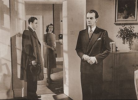 Patricia Roc (as Joan Raynor) in a photograph from Suspected Person (1942) (2)