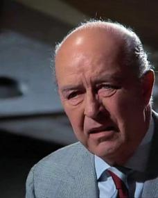 Screenshot from the 1971 'Death Lends a Hand' episode of Columbo (1971-2003) (1). Ray Milland as Arthur Kennicutt