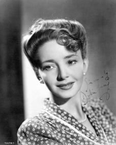 Signed photo of British actress, Dulcie Gray.  Picture reads 'Sincerely, Dulcie Gray'