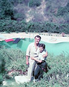 Stewart Granger and Jean Simmons hug by their Californian pool