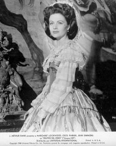 Margaret Lockwood (as Fanny Rosa) in a Spanish photograph from Hungry Hill (1947) (20)
