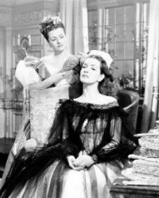 Margaret Lockwood (as Jassy Woodroffe) and Patricia Roc (as Dilys) in a photograph from Jassy (1947) (16)