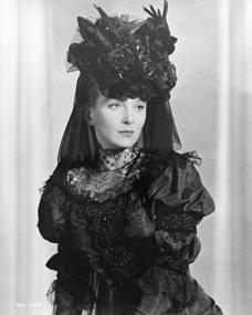 Joan Greenwood (as Sibella) in a photograph from Kind Hearts and Coronets (1949) (17)