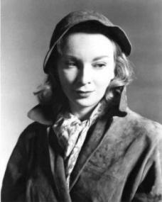 Joan Greenwood (as Daphne Birnley) in a photograph from The Man in the White Suit (1951) (4)
