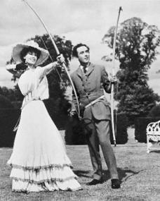 Valerie Hobson (as Edith) and Dennis Price (as Duke Louis Mazzini/ Mazzini Sr./ Narrator) in a photograph from Kind Hearts and Coronets (1949) (17)