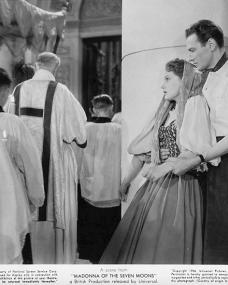 Phyllis Calvert (as Maddalena Labardi / Rosanna) and Stewart Granger (as Nino Barucci) in a photograph from Madonna of the Seven Moons (1944) (2)