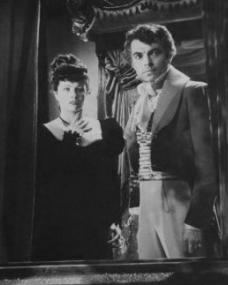 Margaret Lockwood (as Hesther Shaw) and James Mason (as Marquis of Rohan) in a photograph from The Man in Grey (1943) (5)