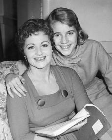 Photograph of Margaret Lockwood and Julia Lockwood (186)
