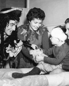 At London's Great Ormond Street Hospital, the sick children are entertained by Peter Pan (Margaret Lockwood) and Captain Hook (John Justin)