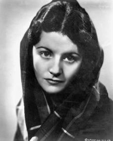 Margaret Lockwood wears a shawl in a 1930s picture