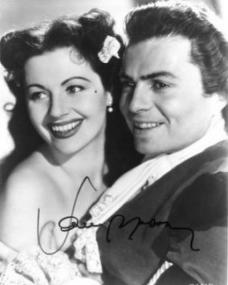 Margaret Lockwood (as Barbara Worth) and James Mason (as Capt Jerry Jackson) in a photograph from The Wicked Lady (1945) (28)