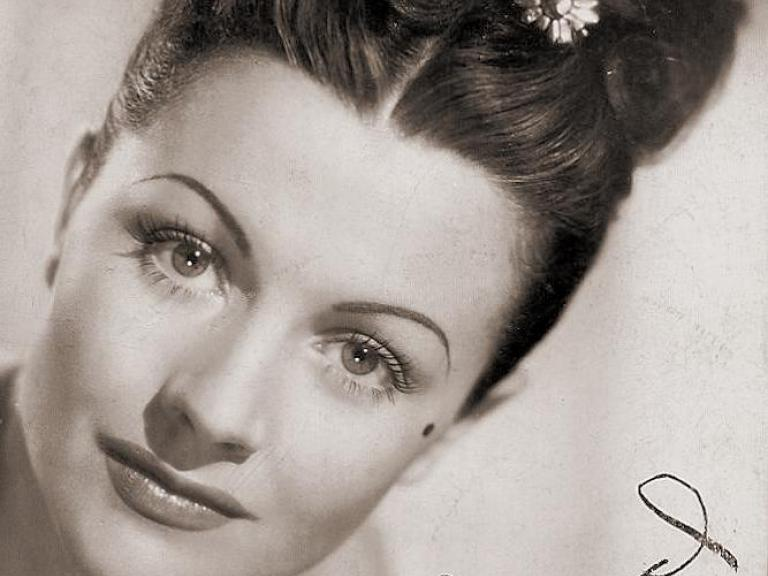 Margaret Lockwood promotional headshot for Jassy, c. 1947, autographed 'Sincerely' by the actress