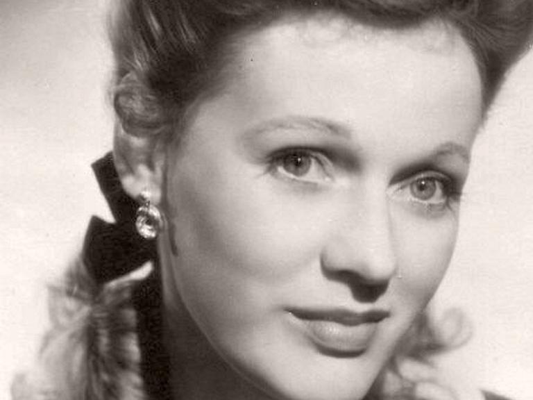 Photograph of British actress, Rosamund John