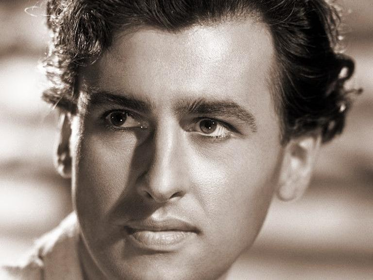 Stewart Granger, famous British film star who later made his name in Hollywood, poses for a promotional photo in the mid-1940s