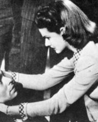 James Mason (as Andre Laurent) and Margaret Lockwood (as Helene Ardouin) in a photograph from Alibi (1942) (7)