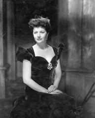 Margaret Lockwood (as Bedelia Carrington) in a photograph from Bedelia (1946) (29)