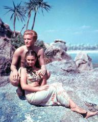 Donald Houston (as Michael Reynolds) and Jean Simmons (as Emmeline Foster) in a photograph from The Blue Lagoon (1949) (4)