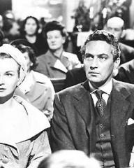 Joan Greenwood (as Lady Warren) and Peter Finch (as Flambeau) in a photograph from Father Brown (1954) (13)