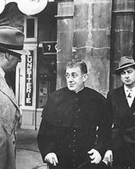 Alec Guinness (as Father Brown) in a photograph from Father Brown (1954) (16)