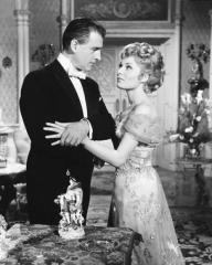 Stewart Granger (as Stephen Lowry) and Belinda Lee (as Elizabeth Travers) in a photograph from Footsteps in the Fog (1955) (1)