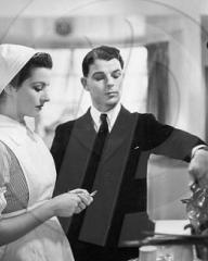 Margaret Lockwood (as Nurse Anne Graham) and Emlyn Williams (as Tracy) in a photograph from The Girl in the News (1940) (13)