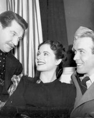 Roger Livesey (as Bill Mather), Margaret Lockwood (as Nurse Anne Graham) and Barry K Barnes (as Stephen Faringdon) in a photograph from The Girl in the News (1940) (16)