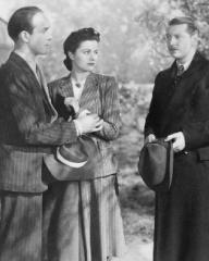 Barry K Barnes (as Stephen Faringdon), Margaret Lockwood (as Nurse Anne Graham) and Roger Livesey (as Bill Mather) in a photograph from The Girl in the News (1940) (9)