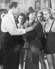 David Burns (as Joe Gold), Margaret Lockwood (as Leslie James) and Lilli Palmer (as Clytie Devine) in a photograph from A Girl Must Live (1939) (11)