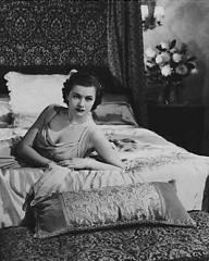 Margaret Lockwood (as Leslie James) in a screenshot from A Girl Must Live (1939) (3)