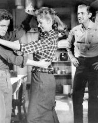 Steve Rowland (as Tom Early, Jr), Stewart Granger (as Tom Early) and Rhonda Fleming (as Jo) in a photograph from Gun Glory (1957) (1)