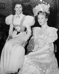 Dorothy Tutin (as Cecily Cardew) and Joan Greenwood (as Gwendolyn Fairfax) in a photograph from The Importance of Being Earnest (1952) (7)