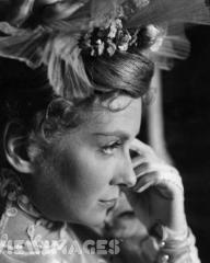 Actress Joan Greenwood playing the sophisticated Gwendoline in Anthony Asquith's film adaptation of Oscar Wilde's play 'The Importance Of Being Earnest'