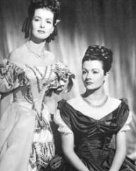 Patricia Roc (as Dilys) and Margaret Lockwood (as Jassy Woodroffe) in a photograph from Jassy (1947) (19)