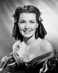 Patricia Roc (as Dilys) in a photograph from Jassy (1947) (33)